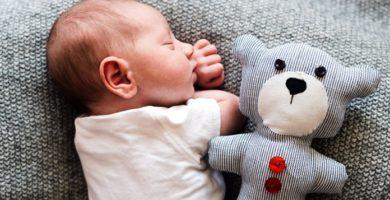 ¿Cómo dormir a un bebé? ¿Cuánto duerme?